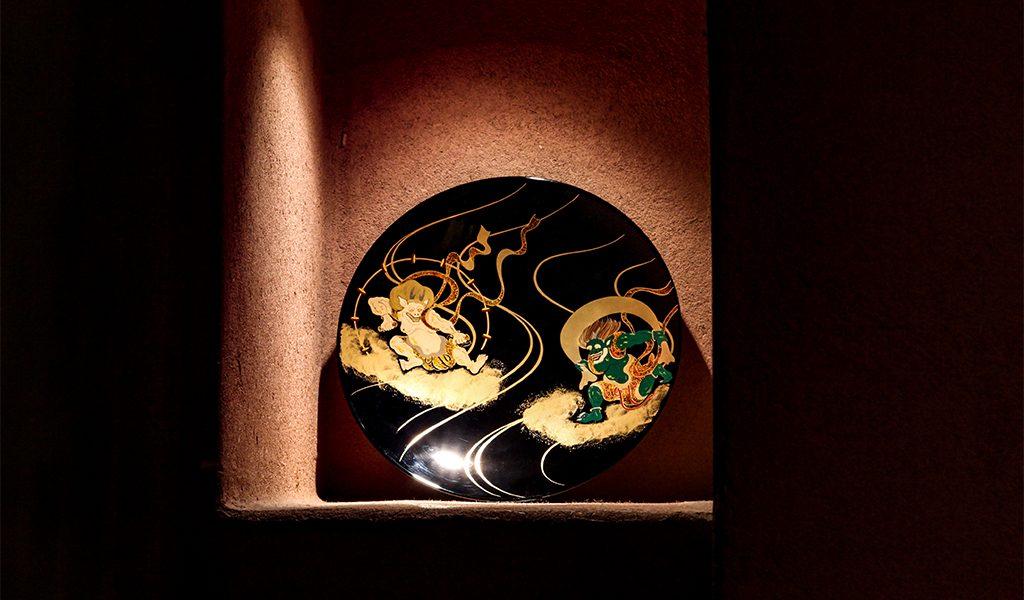 山田平安堂の飾皿、風神雷神