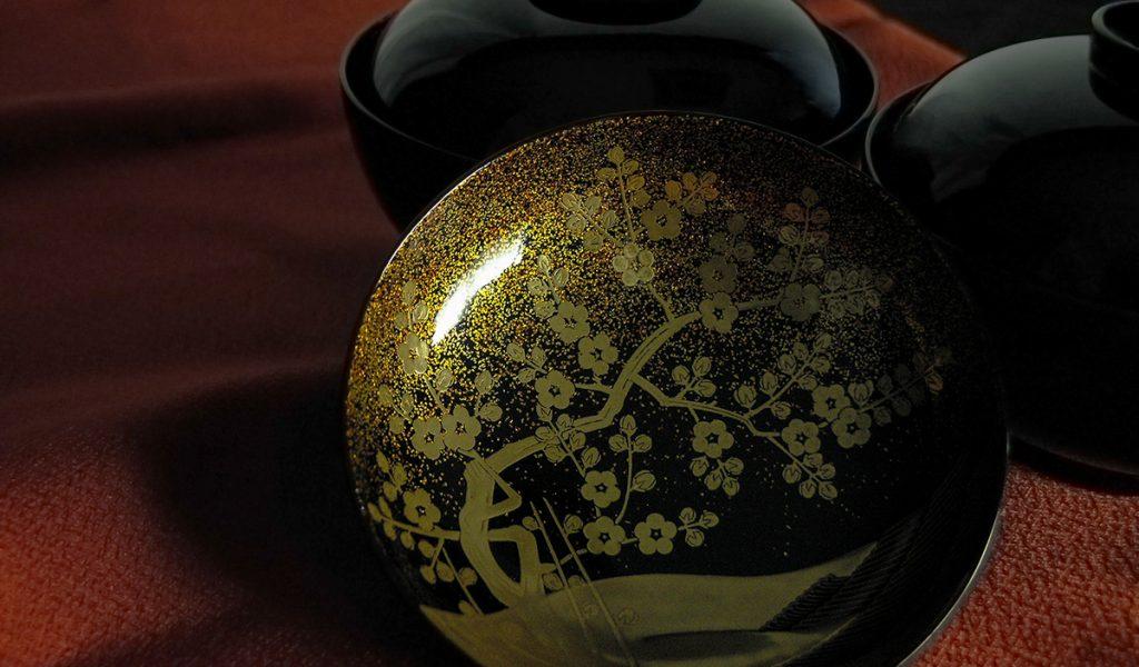 日本の漆を使用した、山田平安堂の吸物椀、国宝写蒔絵