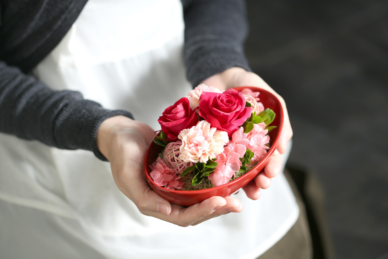 母の日に花以外のギフトを贈るときはお母様から頂いた品を参考にするとプレゼントが見つかりやすい