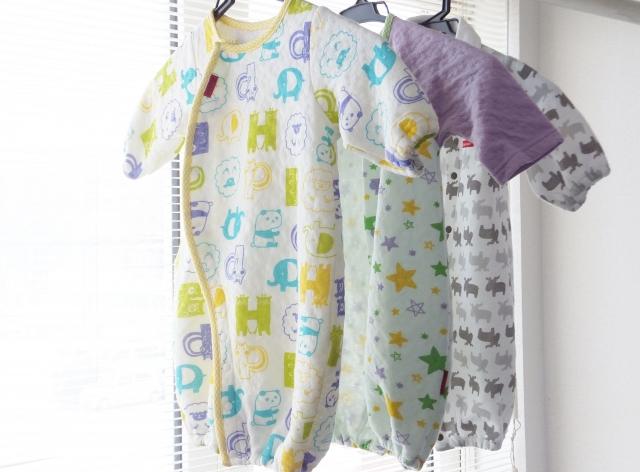 出産祝いに贈るベビー服は80cm以上の大きめサイズのものを選ぶと◎