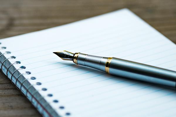 太軸の万年筆は長時間書いても疲れない