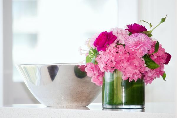 おしゃれな花瓶で毎日をハッピーに!フラワーベースおすすめ27選|選ぶコツもご紹介