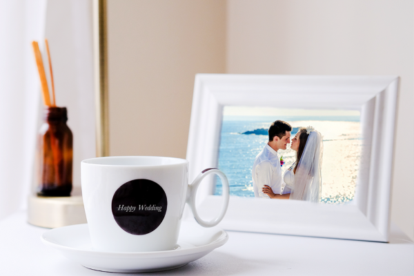 結婚祝いに喜ばれる写真立ておすすめ14選!有名ブランドから人気のフォトフレームをご紹介